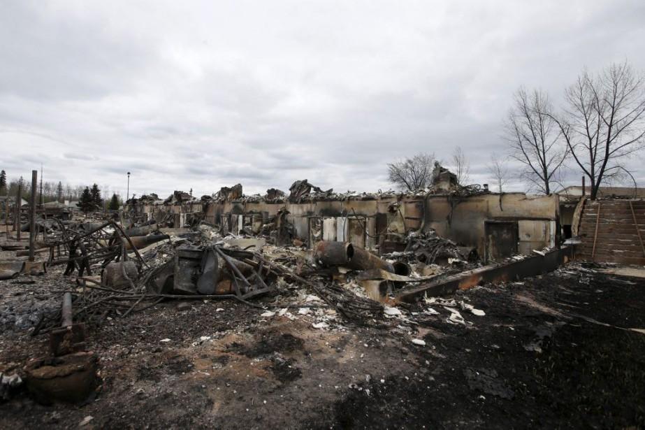 Avec des images des feux de l'enfer toujours... (PHOTO CHRIS WATTIE, REUTERS)