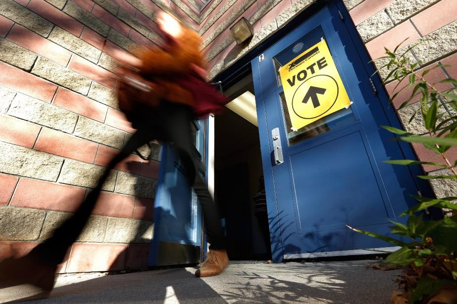 «Le mode de scrutin uninominal est moins impopulaire... (Photo John Woods, archives La Presse Canadienne)