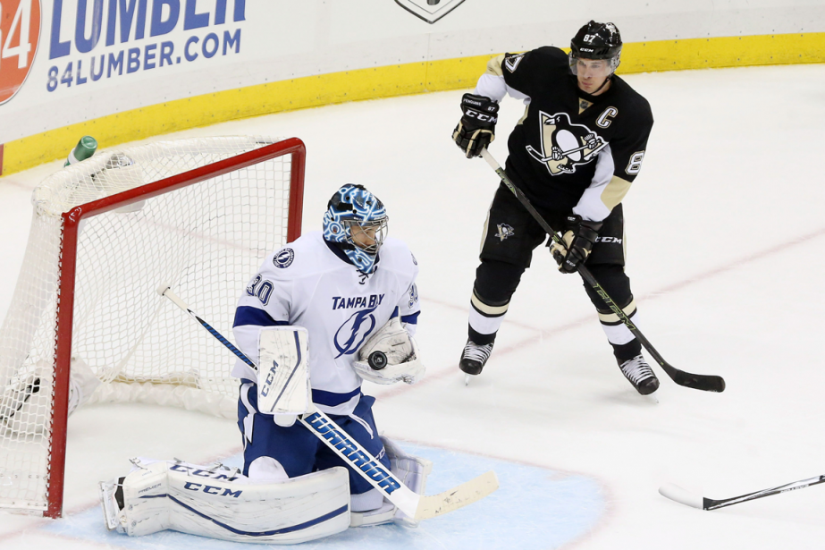 Ben Bishop et Sidney Crosby... (Photo Charles LeClaire, archives USA Today)