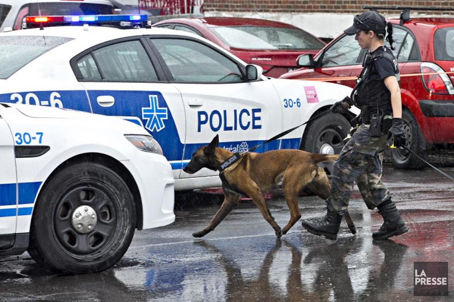 Les policiers sont sur les lieux de la... (Photo Patrick Sanfaçon, La Presse)