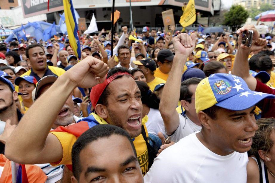 Des opposants au gouvernement du président Nicolas Maduro... (PHOTO FEDERICO PARRA, AFP)