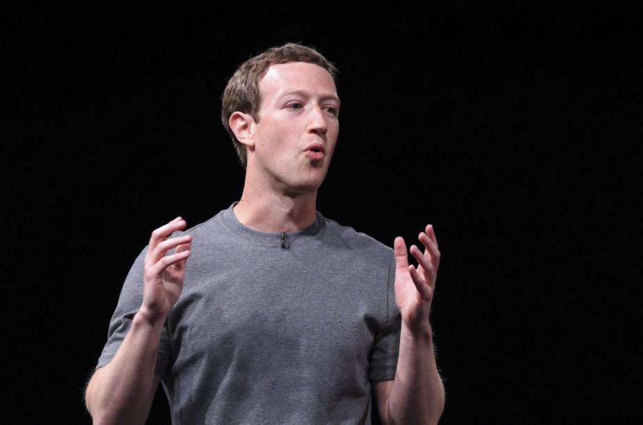 Certains journalistes employés par Facebook auraient écarté, de... (PHOTO LLUIS GENE, AFP)