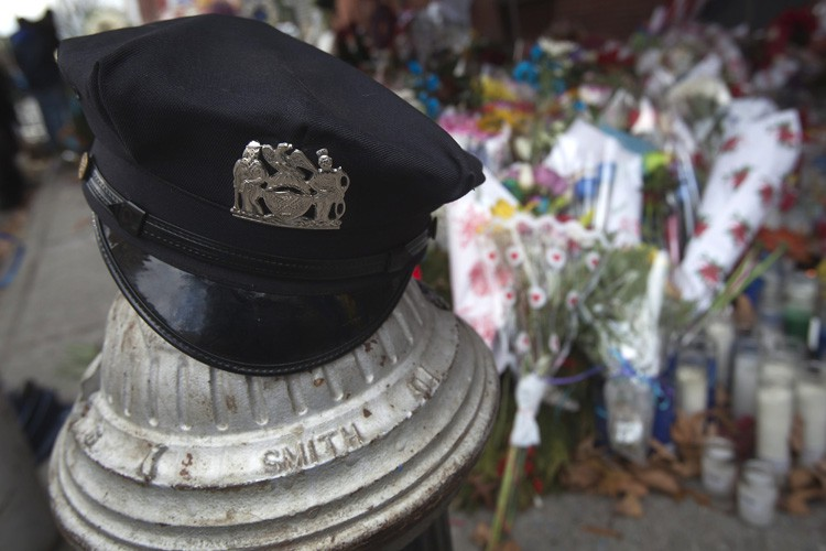 En tout 38 des 41 policiers tués en... (PHOTO REUTERS)