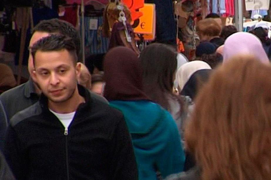 Salah Abdeslam, à gauche, apparaît dans cette image... (PHOTO ARCHIVES AP)