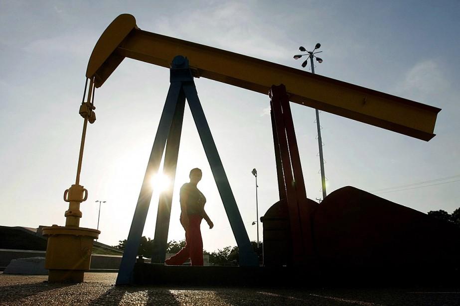 Les cours pétroliers ont terminé en... (PHOTO JORGE SILVA, ARCHIVES REUTERS)