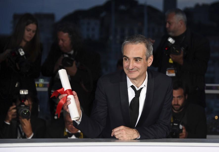 Avec Cristian Mungiu pour <em>Baccaulauréat</em>, Olivier Assayas a reçu le Prix de la mise en scène pour son film <em>Personnal Shopper</em>. (AFP, Anne-Christine Poujoulat)