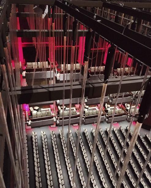 Du haut de la passerelle surplombant la salle Louis-Fréchette (@vdenuzzi sur Instagram)
