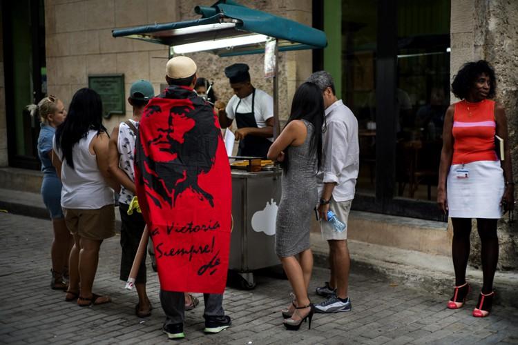 Le secteur privé demeure embryonnaire à Cuba malgré... (PHOTO AP)