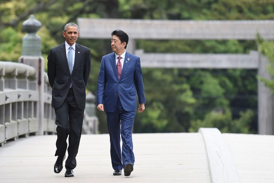 Le président américain Barack Obama aux côtés du... (PHOTO STEPHANE DE SAKUTIN, AFP)