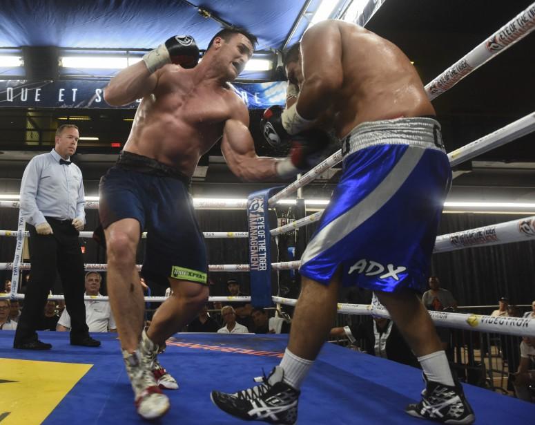 <span>Simon Kean a dominé les échanges d'un bout à l'autre de son combat contre Daniel Cota, s'imposant finalement par K.O. au cinquième round.<br /> </span> <!--EndFragment--> (Photo: Francois Gervais)