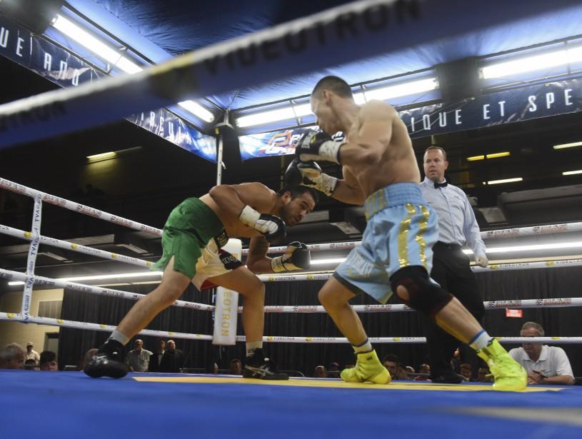 <span>Batyr Jukembayev n'a eu très chaud lors de son affrontement avec Noël Mejia Rincon, puisqu'il a signé une victoire après seulement 2m 17s d'action au premier round.</span> <!--EndFragment--> (Photo: Francois Gervais)