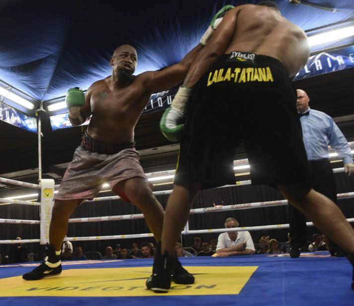<span>Dans un combat de poids lourds, Didier Bence s'est fait surprendre par Avery Gibson. Deux chutes au tapis ont eu raison du Québécois dans cette défaite par décision unanime.</span> <!--EndFragment--> (Photo: Francois Gervais)