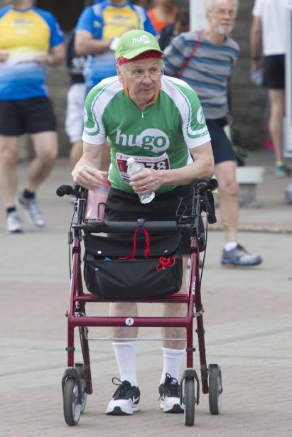 Robert Hardy a surmonté ses difficultés et a participé au marathon de 42,2 km. (Martin Roy, LeDroit)