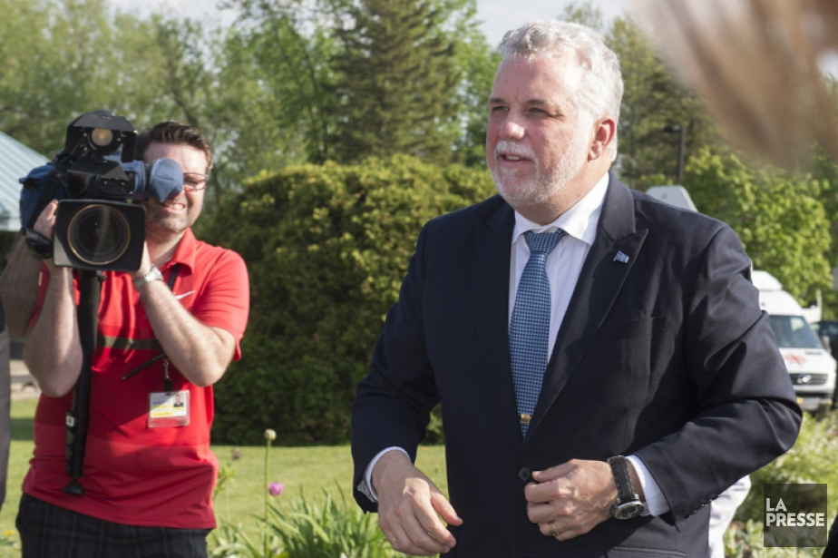 Philippe Couillard à son arrivée à laréunion du... (PHOTO PC)