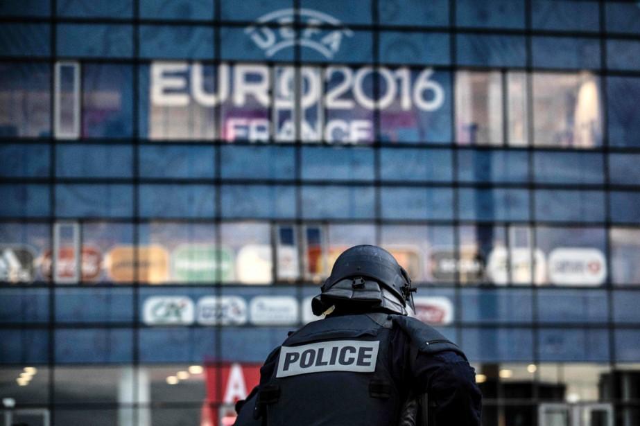 Les stades de l'Euro, les «zones partisanes» et... (PHOTO JEFF PACHOUD, AFP)
