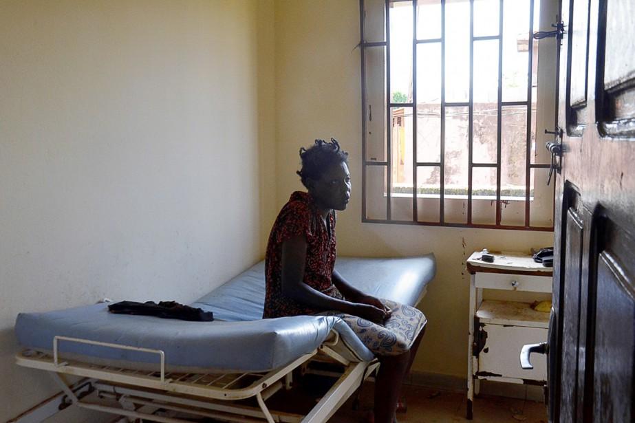Une patiente du seul hôpital psychiatrique du Gabon,... (PHOTO CELIA LEBUR, AFP)