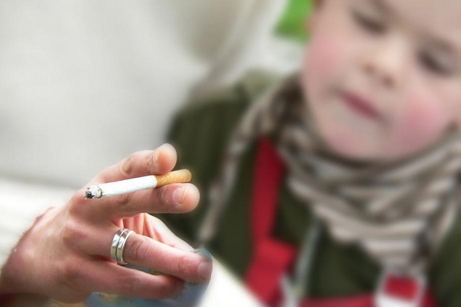 Fumer auprès d'un enfant reviendrait essentiellement à faire... (photo thinkstock)