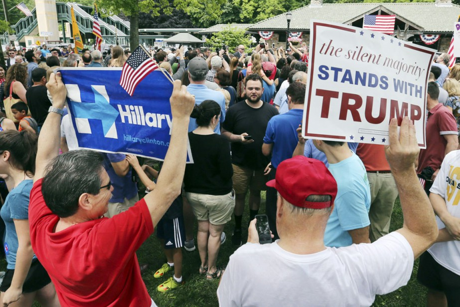 Des partisans de la démocrate Hillary Clinton et... (PHOTO Mel Evans, AP)