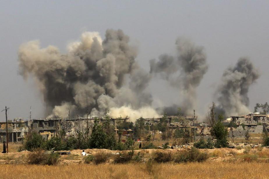 Les États-Unis ont procédé à des frappes aériennes... (PHOTO KHALID MOHAMMED, AP)