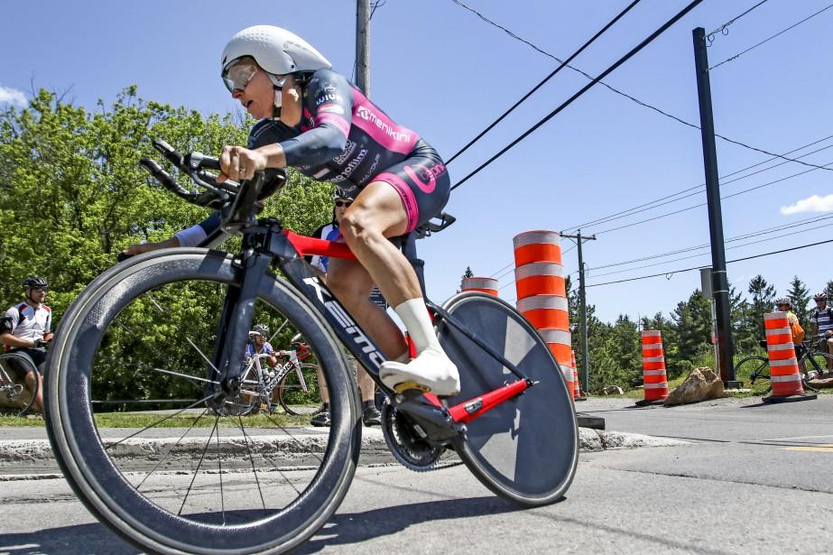 La cycliste américaine Amber Neben a triomphé sous le soleil, vendredi,en coiffant le fil d'arrivée du trajet de 19,3 km en 11 secondes de moins que sa plus proche rivale, la Canadienne Tara Whitten. (Patrick Woodbury, LeDroit)