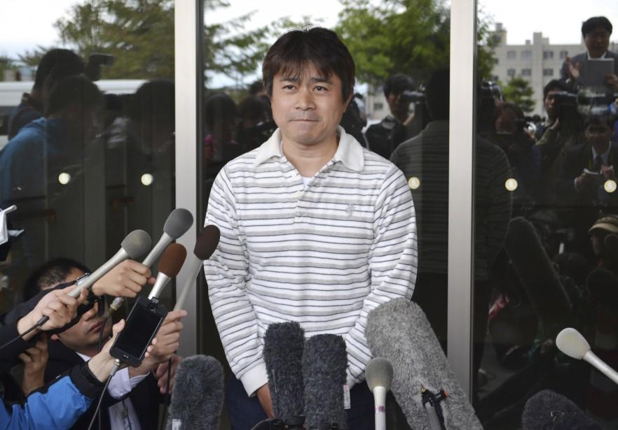 «Mon acte excessif a forcé mon fils à vivre des moments pénibles», a confié le père, Takayuki Tanooka, à la presse à la sortie de l'hôpital, les yeux baissés. «Je présente de profondes excuses à son école, aux secouristes et à tout le monde pour avoir créé tous ces ennuis.» (AFP)
