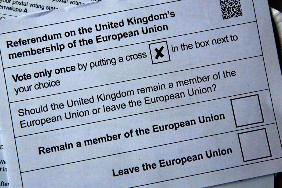 Un bulletin de vote du référendum pour ou... (Photo Russell Boyce, Reuters)