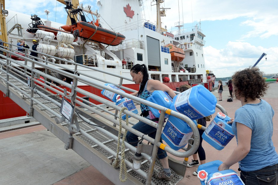 Les 80 membres d'équipage et scientifiques de l'Amundsen ont quitté le port de Québec vendredi après-midi pour un périple de 125 jours en Arctique. (Le Soleil, Erick Labbé)