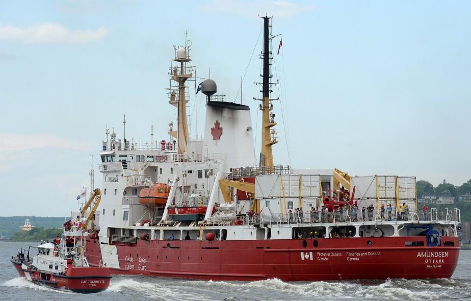 L'<i>Amundsen</i> a quitté le port de Québec vendredi après-midi pour sa 12<sup>e</sup> mission estivale dans les régions nordiques. (Le Soleil, Erick Labbé)