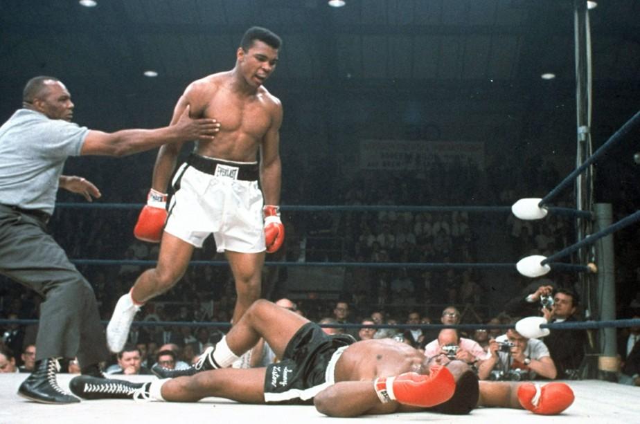 Muhammad Ali, en 1965, après avoir passé le K.-O. àSonny Liston. (Photo archives AP)