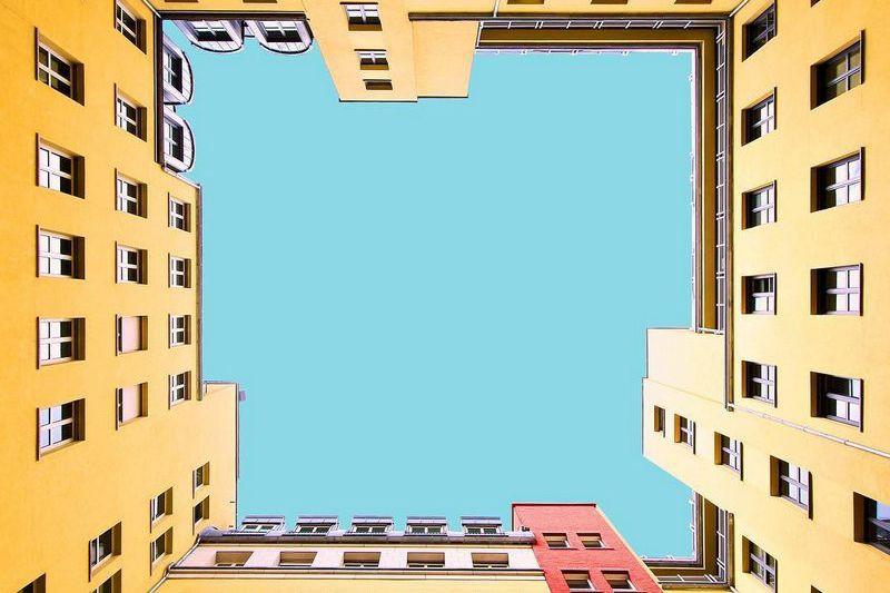 Paul Eis photographie des bâtiments de Berlin et... (Photo tirée du fil Instagram the_architecture_photographer)