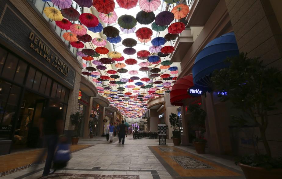 Les mégacentres commerciaux attirent desmillions de touristes étrangers. (AFP, Ali Khalil)