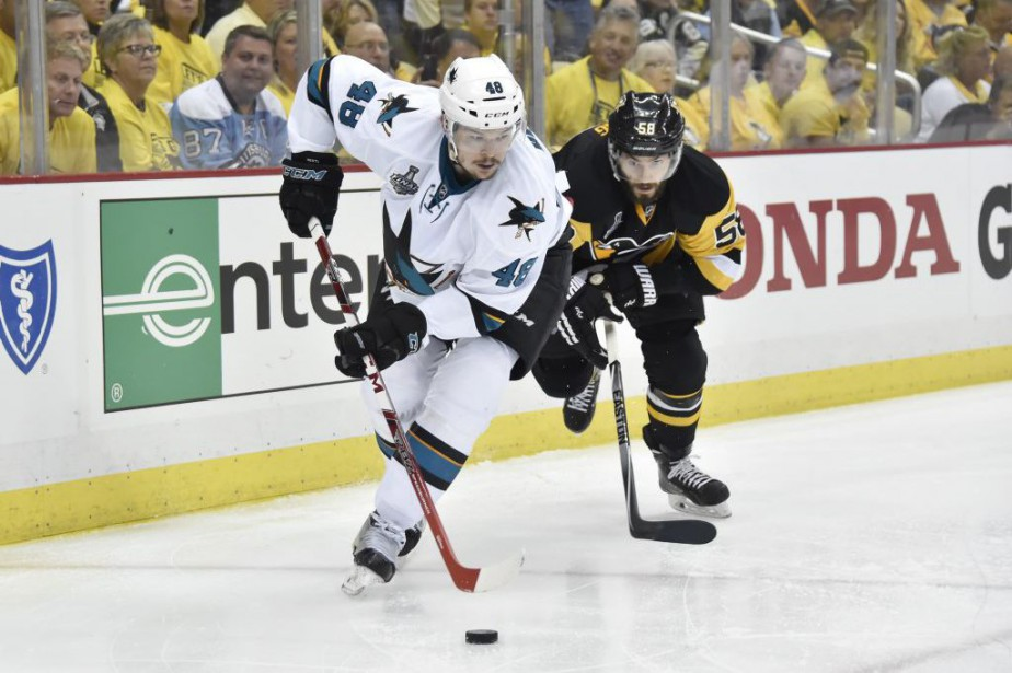 Tomas Hertl est blessé au bas du corps.... (PHOTO DONALD WRIGHT, USA TODAY)