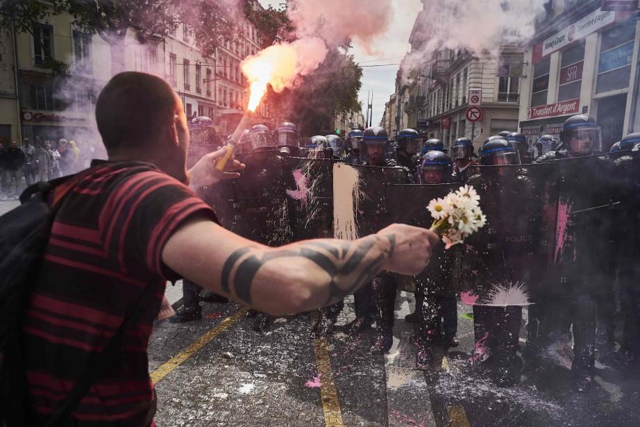 Une manifestation à Paris le 26 mai dernier.... (PHOTO JEAN-PHILIPPE KSIAZEK, ARCHIVES AGENCE FRANCE-PRESSE)