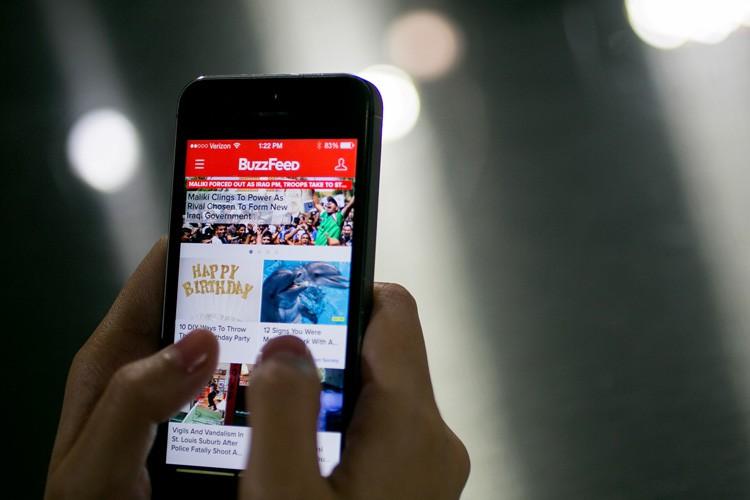 Le site d'information BuzzFeed a mis fin à un contrat... (PHOTO REUTERS)