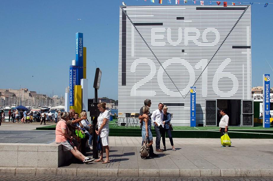 Une installation pour l'Euro-2016, à Marseille, en France.... (Photo Claude Paris, AP)