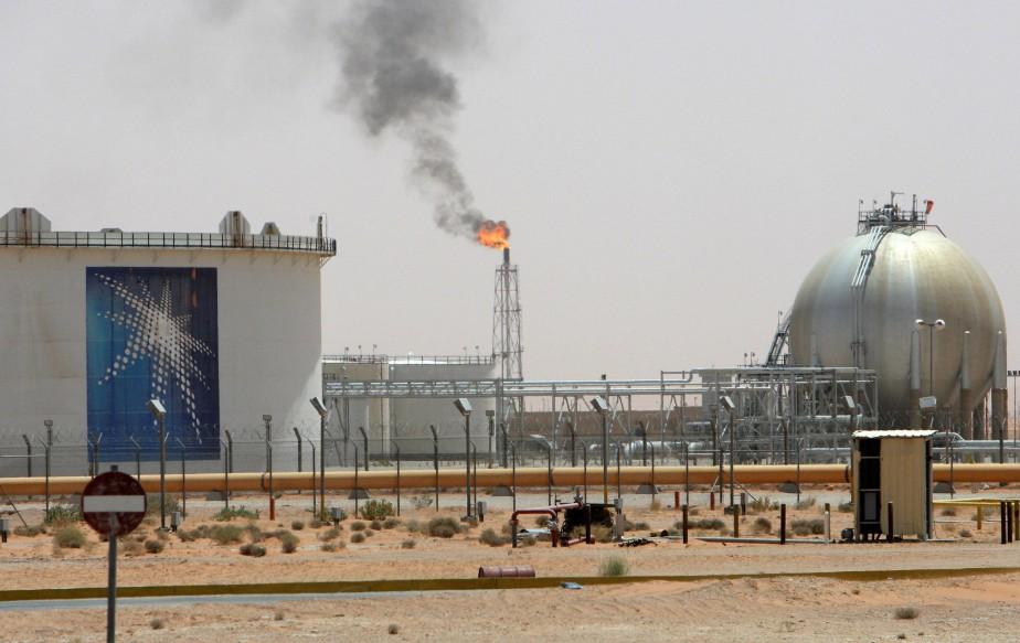 Les cours du pétrole ont rebondi lundi, portés par de... (Photo archives Reuters)