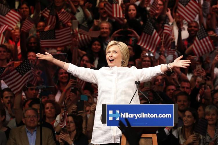 Hillary Clinton s'est exprimée devant ses partisans réunis... (PHOTO REUTERS)