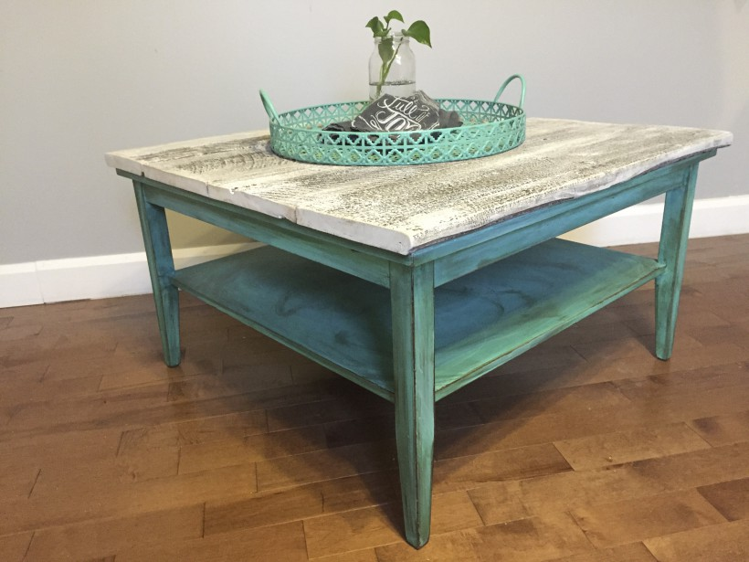 Petite table de salon disponible sur commande (Fournie par Dans ta Baraque)