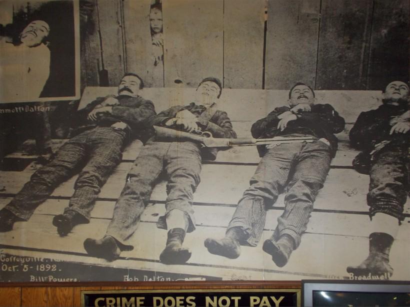 Les corps morts de BillPower, de Bob Dalton, deGrat Dalton etDick Broadwell (extrait d'une photo) -Photos collaboration spéciale IanBussières (Collaboration spéciale Ian Bussières)