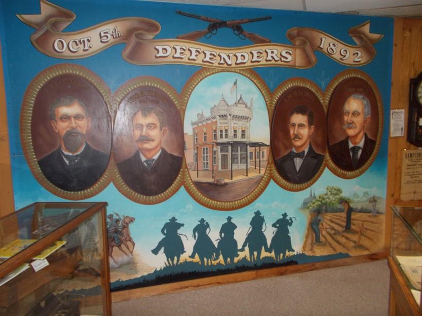 Une fresque représentant lesdéfenseurs deCoffeyville au Dalton Defenders Museum. (Collaboration spéciale Ian Bussières)