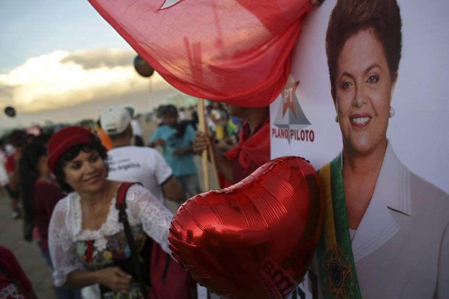 Une manifestation contre la destitution de la présidente... (Eraldo Peres, AP)