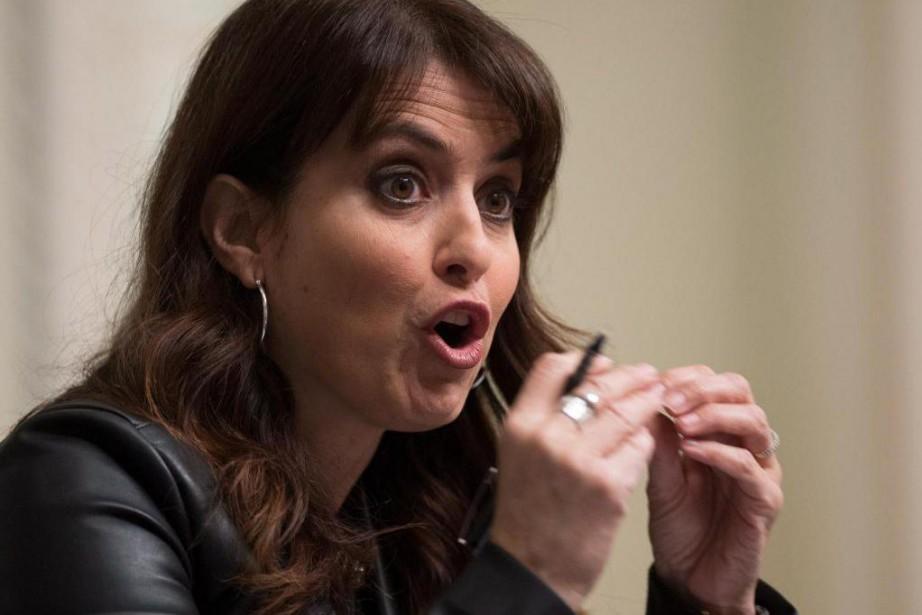 Véronique Hivon souhaite introduire la rémunération mixte des... (La Presse canadienne)