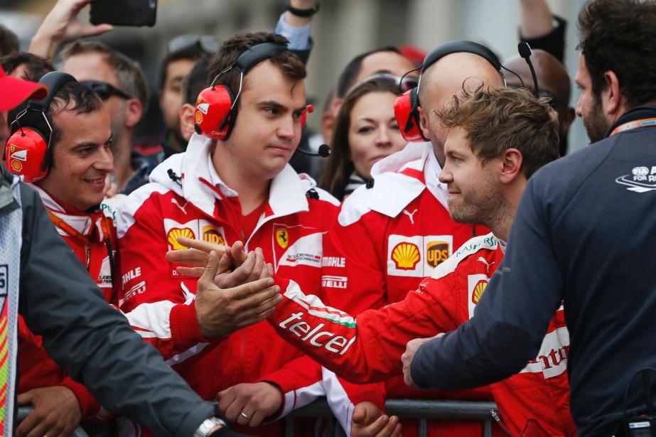 Sans rancune, les gars, semble dire Sebastian Vettel... (Photo : AFP)