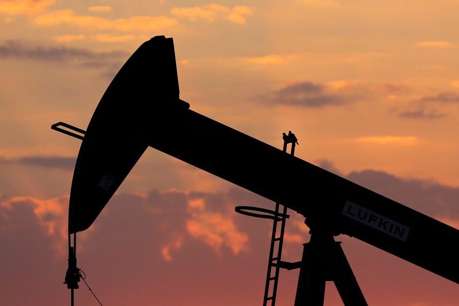 Les cours du pétrole ont encore fini en baisse jeudi,... (Photo archives AP)