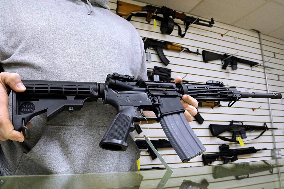 Omar Mateen, le tueur d'Orlando, a choisi l'arme... (Photo Seth Perlman, archives AP)