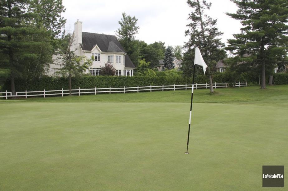 Des résidences adossées au club de golf Royal... (Photo Janick Marois, archives La Voix de l'Est)