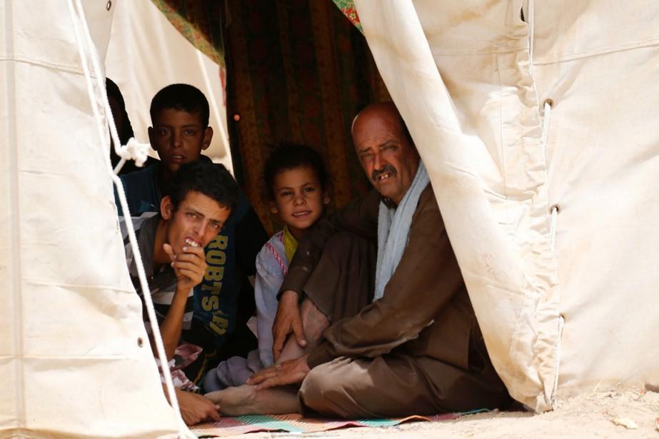 Des réfugiés ayant fui Falloujah et le groupe... (PHOTO Thaier Al-Sudani, REUTERS)