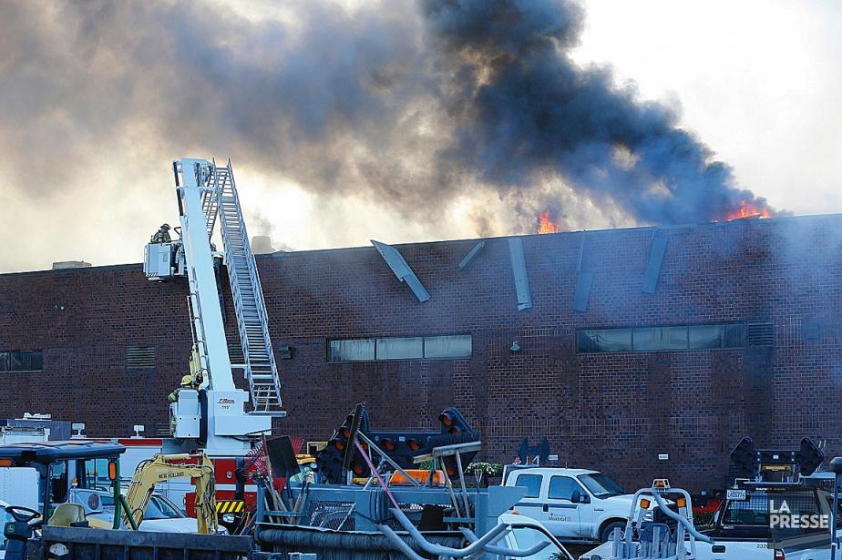 L'immeuble touché est situé à l'intersection des boulevards... (Photo Patrick Sanfaçon, La Presse)