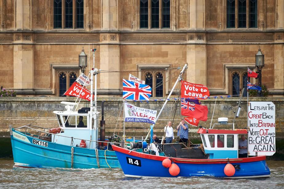 La première ministre britannique Theresa May s'est attelée lundi à... (Photo AFP)