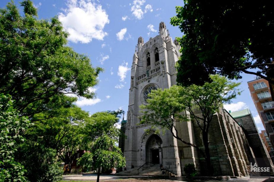 Groupe immobilier Van Houtte s'apprête à transformer l'église... (PHOTO DAVID BOILY, LA PRESSE)